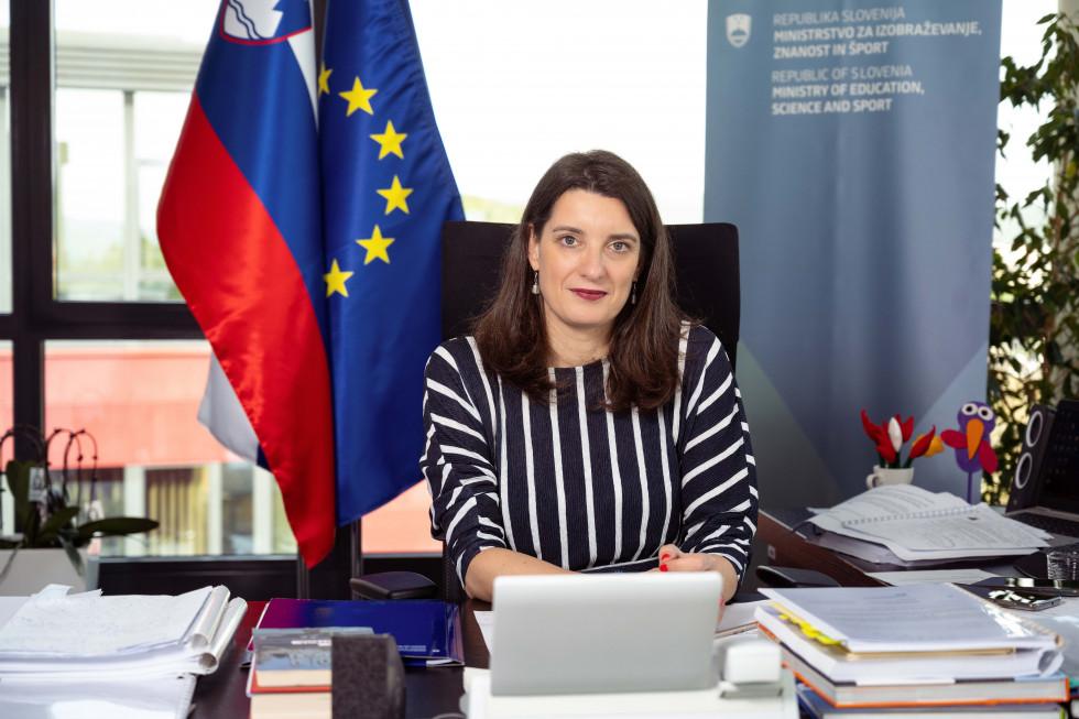 Poslanica ministrice prof. dr. Kustec ob zaključku šolskega leta